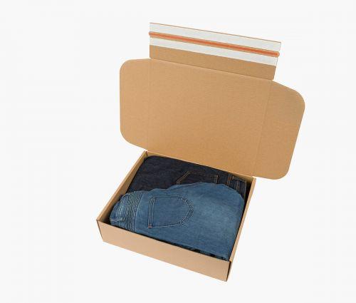 Boîte carton FAST 70 - La boîte a une bande adhésive et un ruban d'ouverture facile ✦ Window2Print